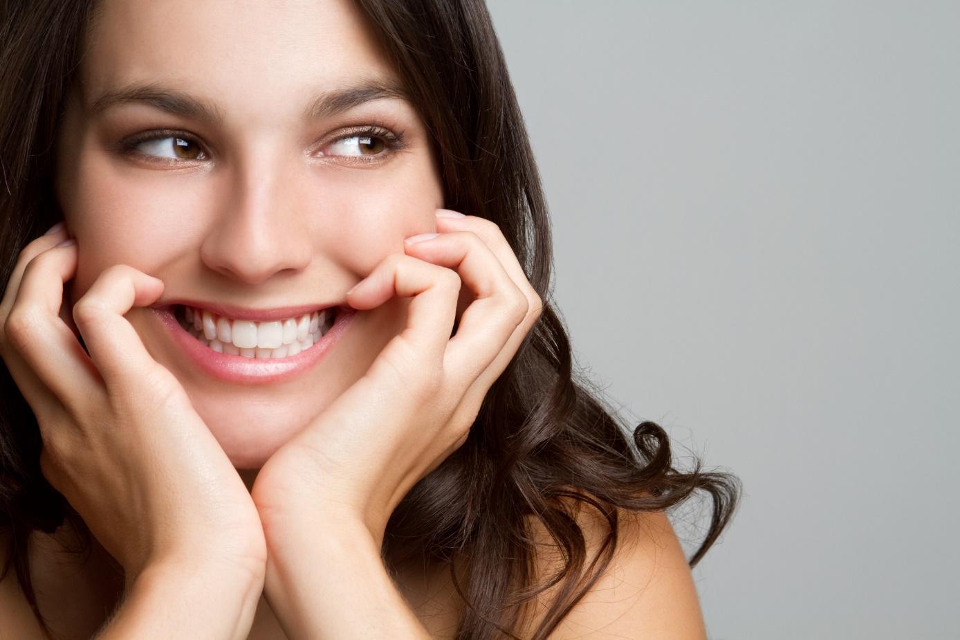 Изправяне на зъби без брекети- възможно ли е?